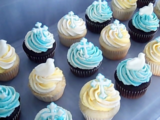 Cross & Dove cupcakes