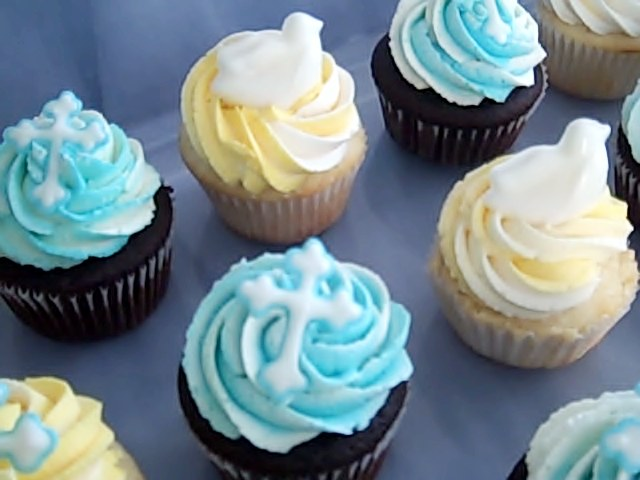 Cross & Dove cupcakes 3