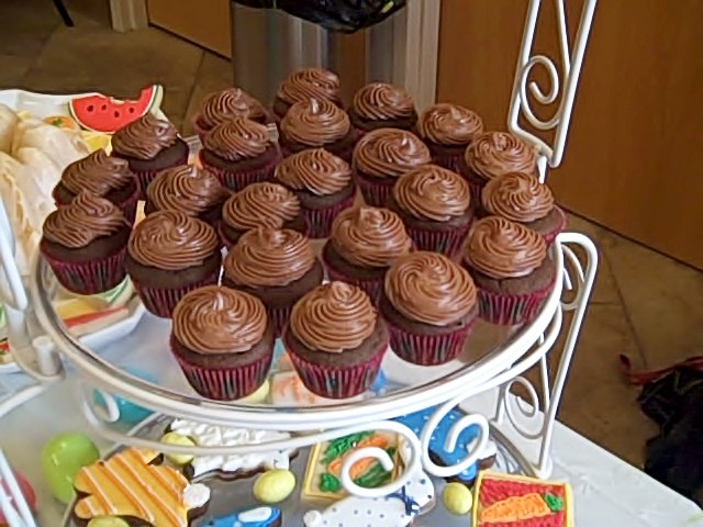 mini-cupcakes-w-frosting