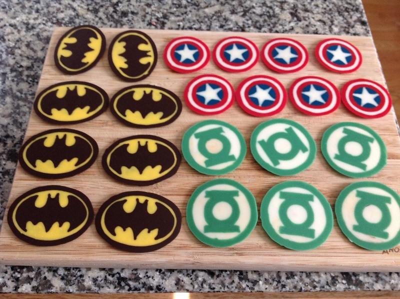 superheroes-cupcakes-toppers