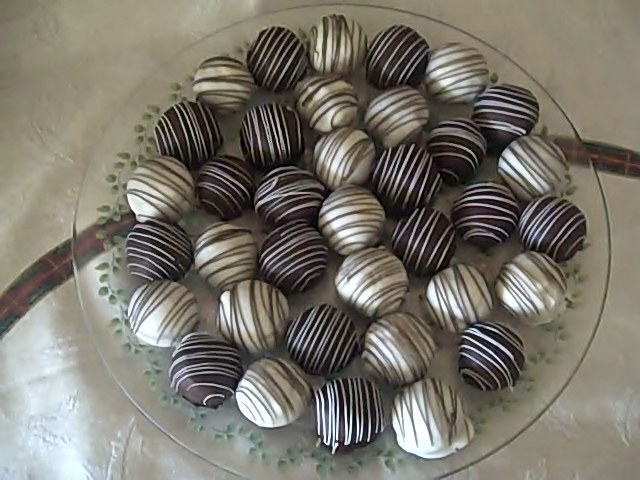 cake-balls-white-brown