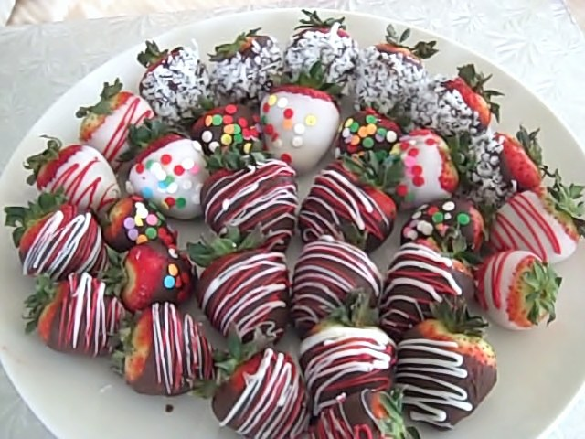 party-chocolate-strawberries