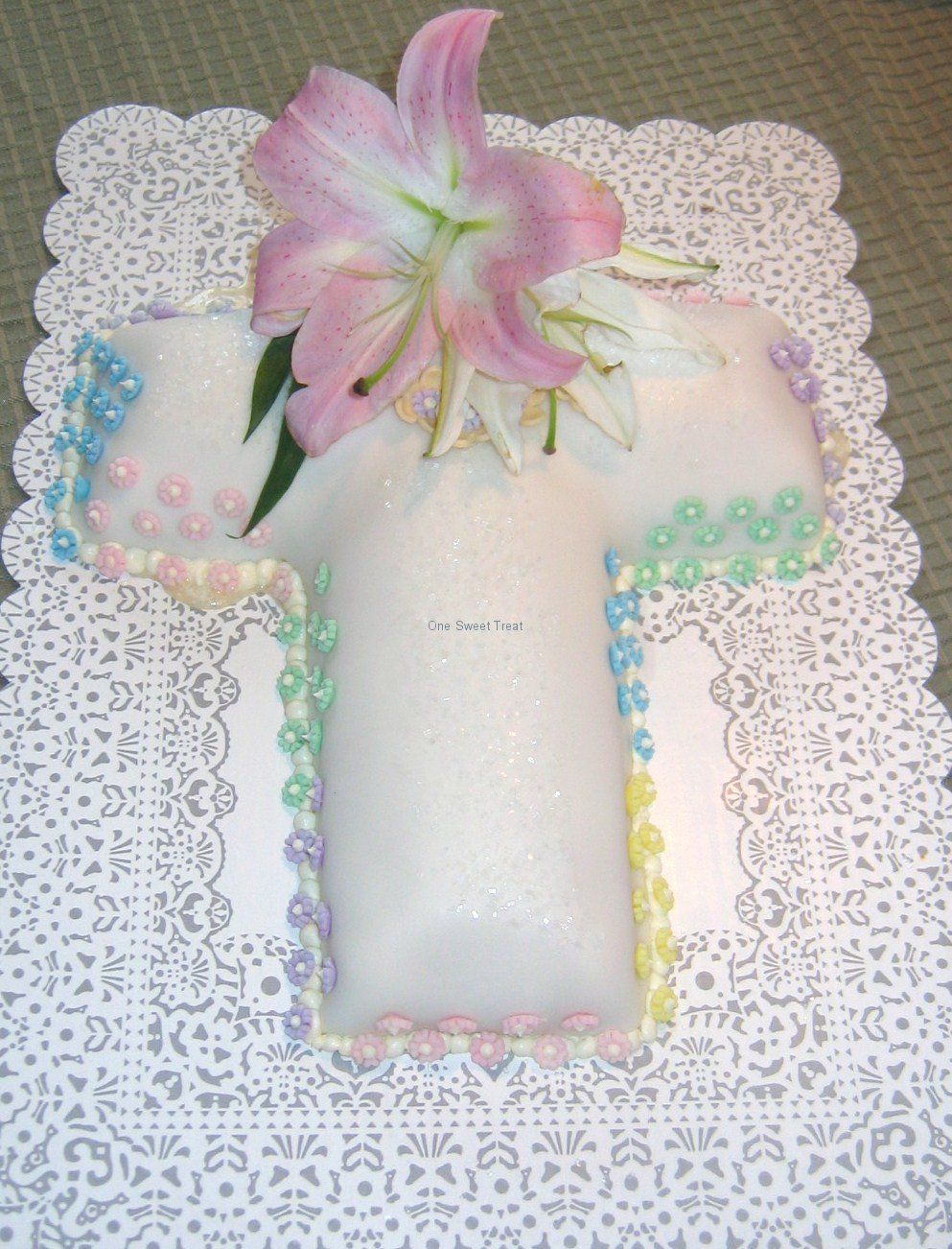 lillie's baptism cross cake