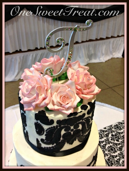 sugar-flowers on Damask cake