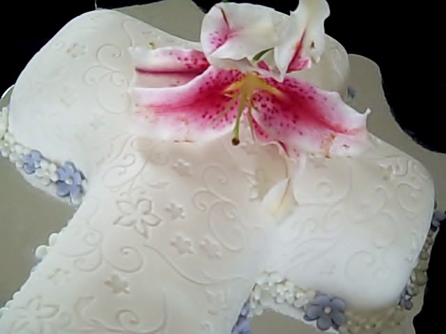 cross-cake-with-lily-3