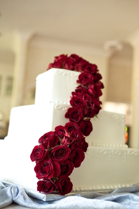 White Cake with Casdade of Roses